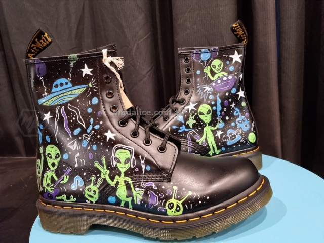 hand drawn funny alien boots